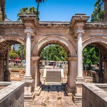 Antalya (Turcja) – stare miasto z bramą Hadriana
